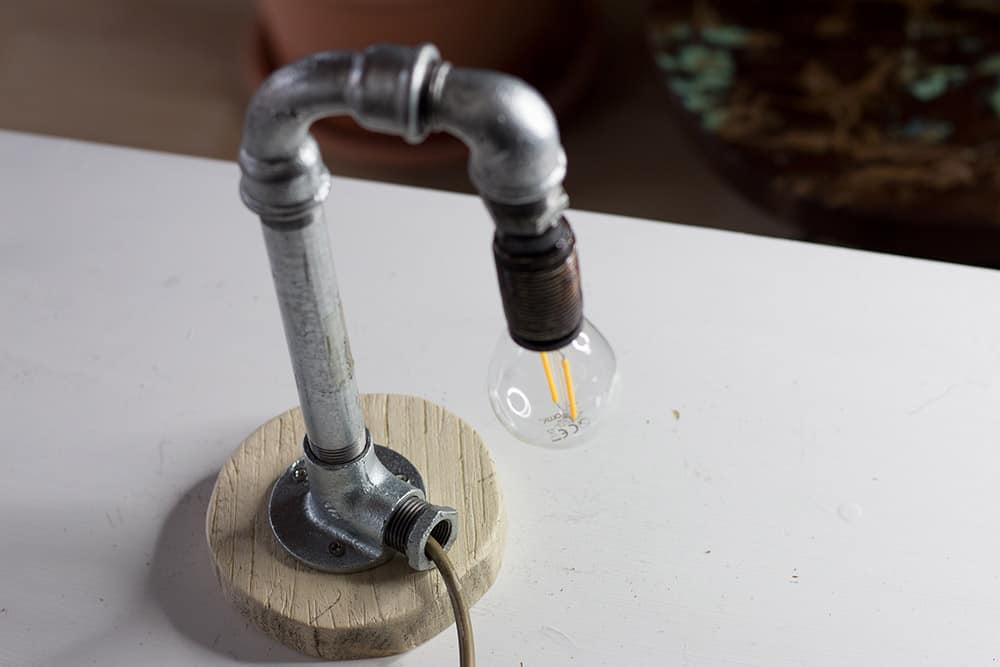 Lampe aus Rohren