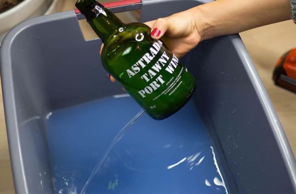 Lampe aus Flasche basteln